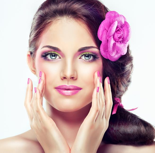 Роблячи макіяж, не забуваємо підкреслювати природну красу