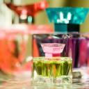 Де купувати парфуми? Переваги та недоліки звичайних магазинів та інтернет-магазинів парфумерії