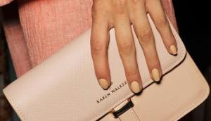 pastelnyj-manikyur-na-rukakh-modeli