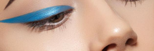 Тренди зимового макіяжу: кольорові стрілки, матові губи, стробінг