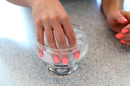 Як правильно наносити лак на нігті