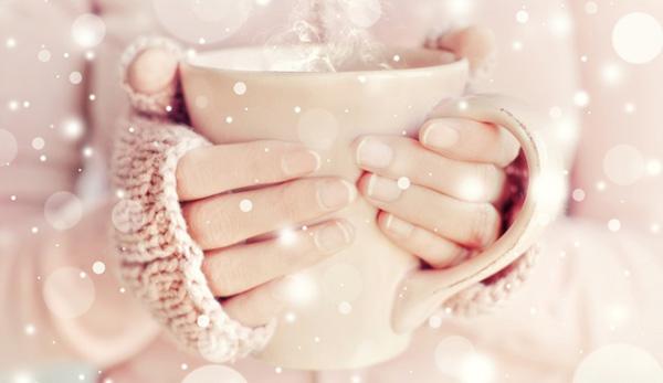 руки та чашка