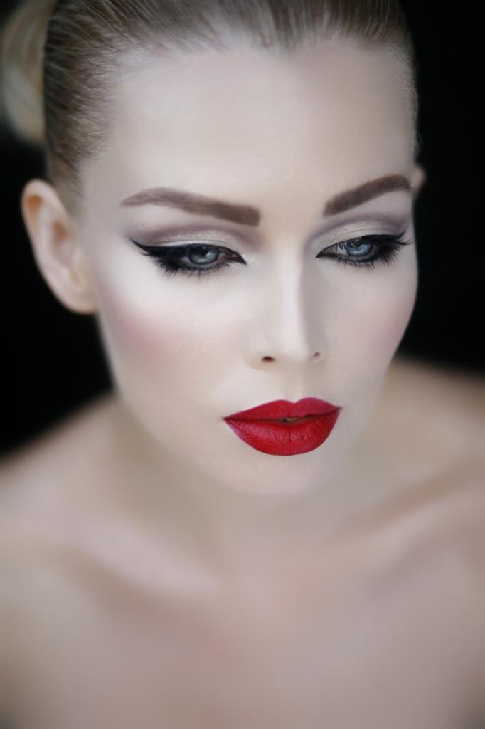 Класичний червоний на губах http://goo.gl/buXVyf