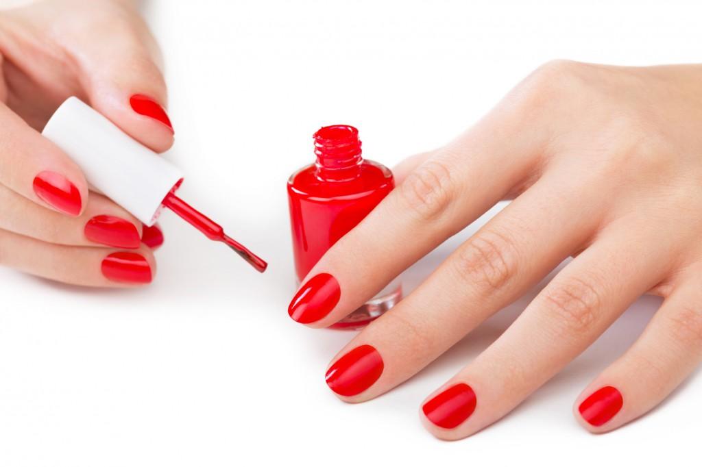 Как нанести лак на ногти правильно
