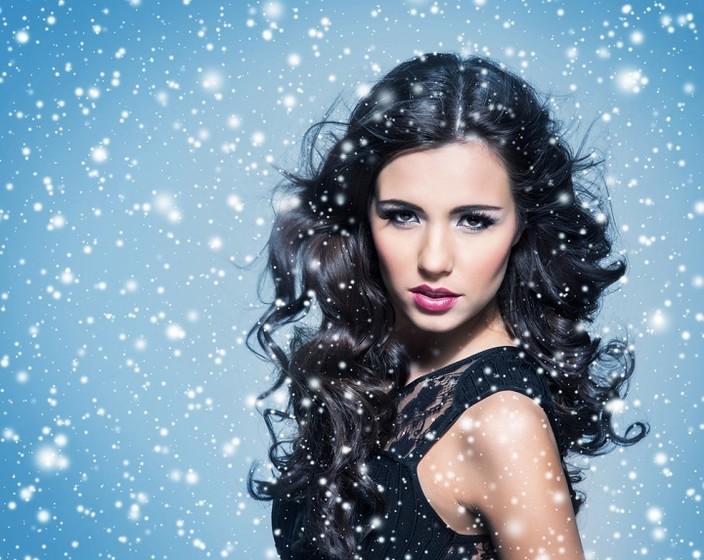 дівчина взимку
